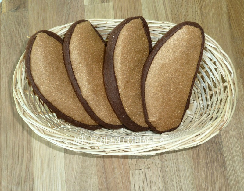 felt play food - free pdf template for french loaf bread