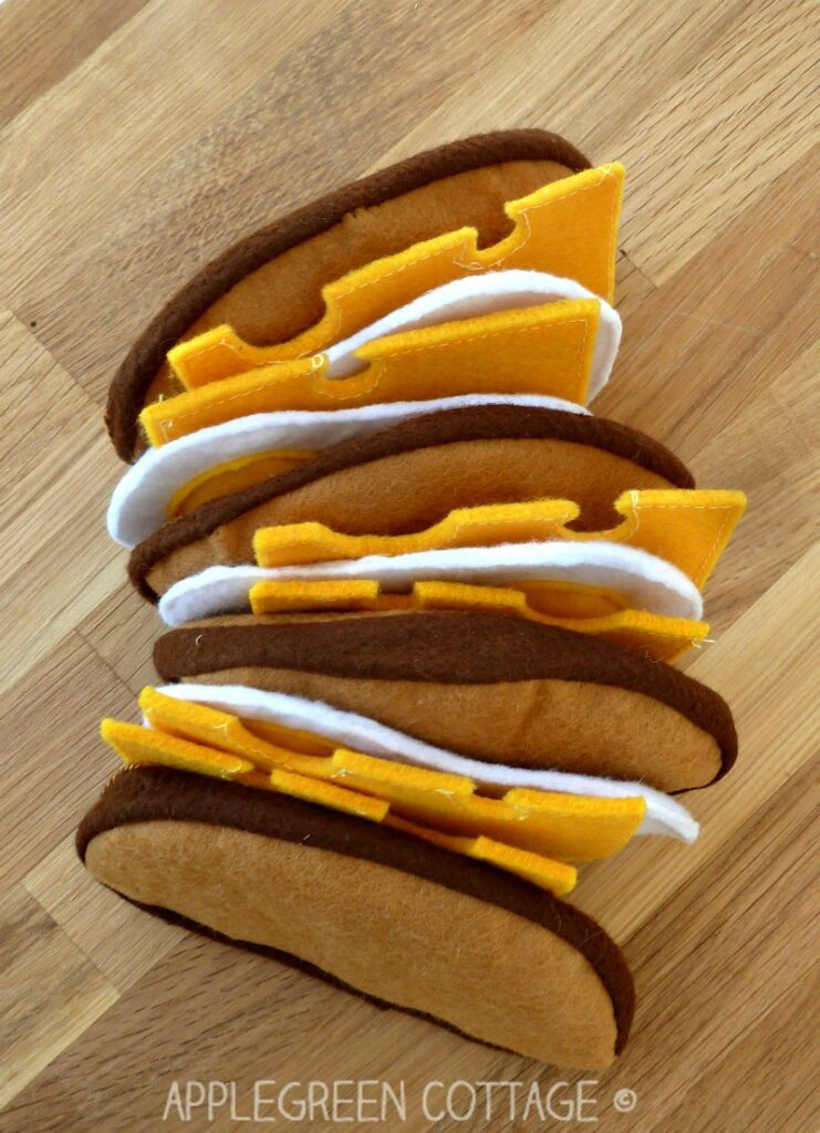 Felt Play Food - How to make a felt sandwich all by yourself. Have a look at several free and fun beginner sewing tutorials for felt food.