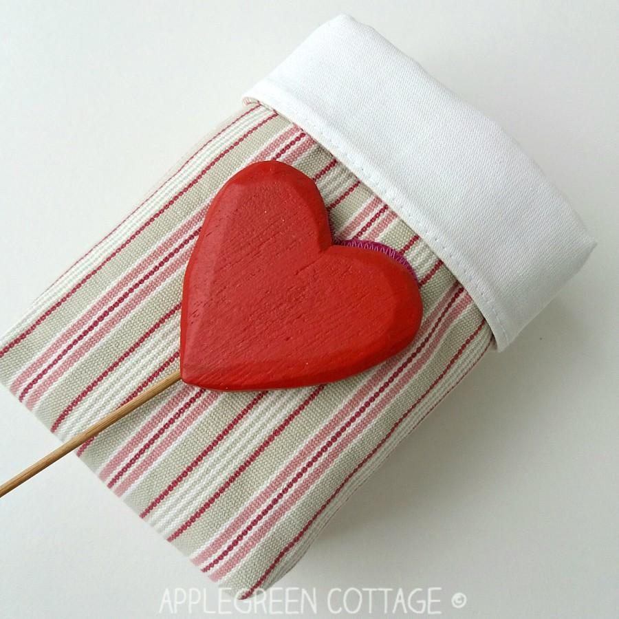 diy Valentine basket with wooden heart decoration