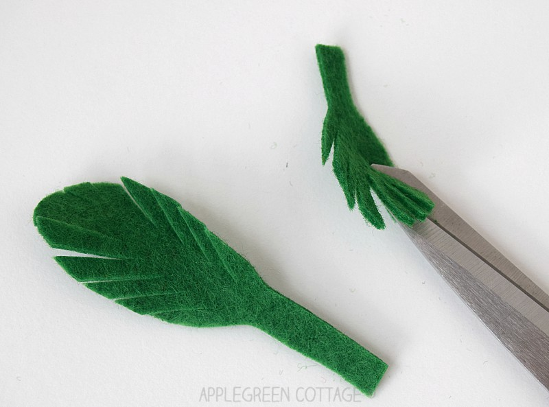 how to cut green leaves for a felt carrot