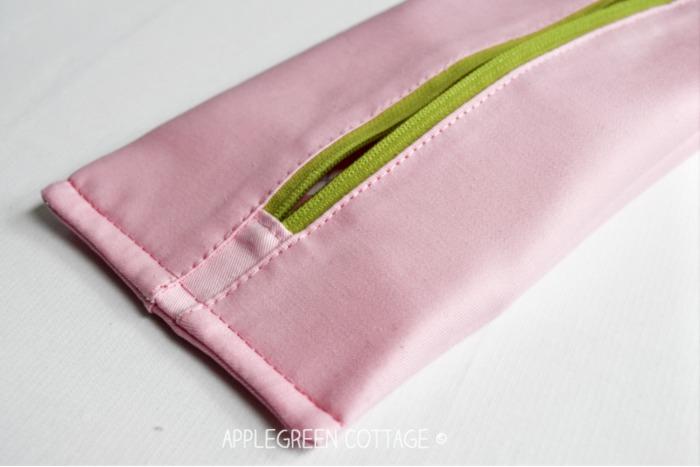 zipper tabs on zipper pouch