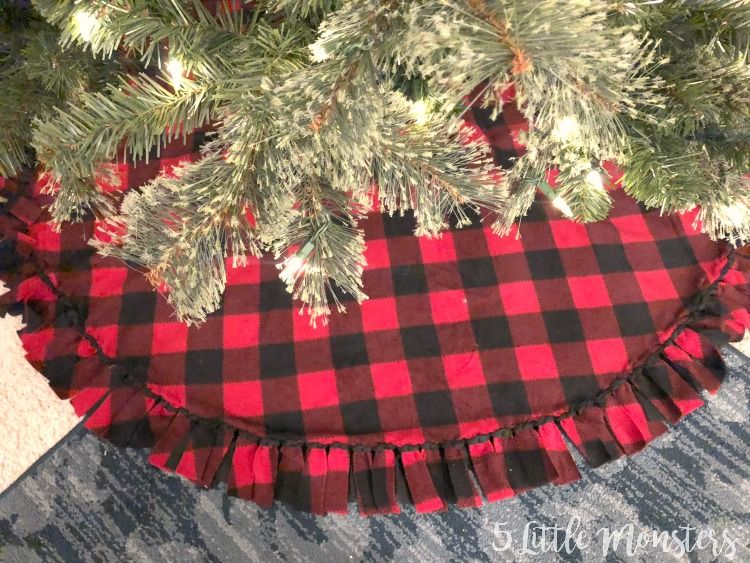 how to sew a Christmas tree skirt