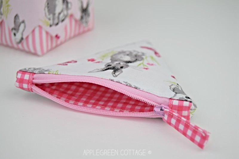 coin purse with spring bunnies