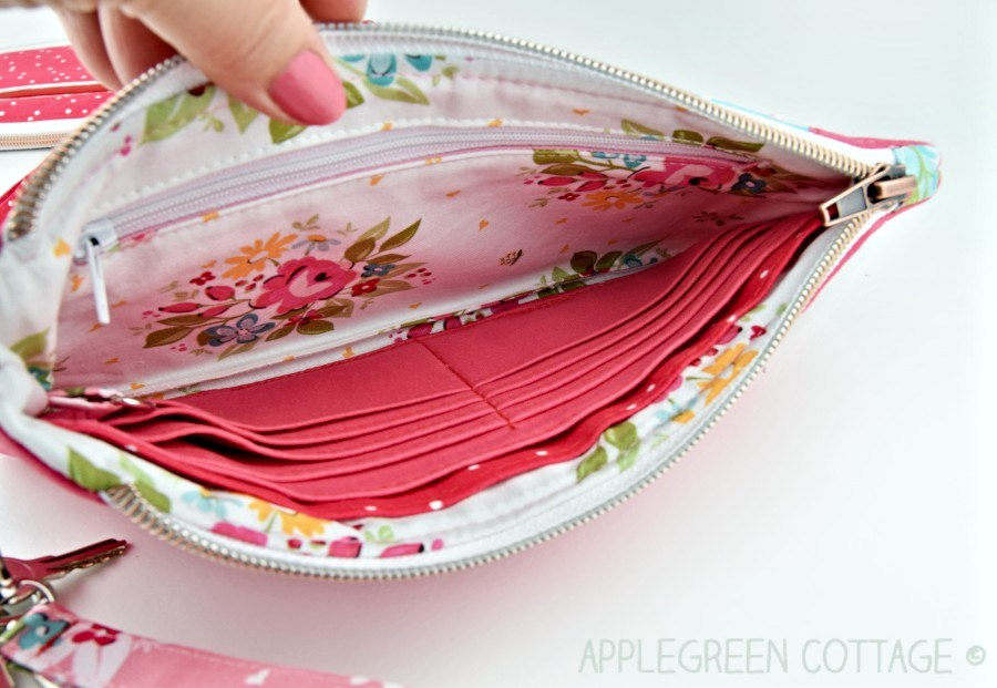 wallet bag interior pockets