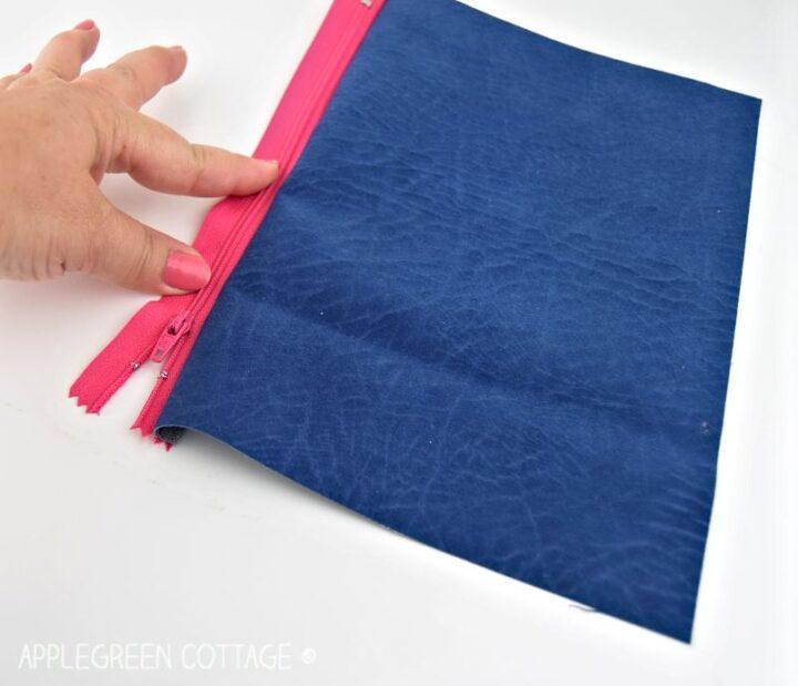 how to attach zipper to sew a zipper pouch