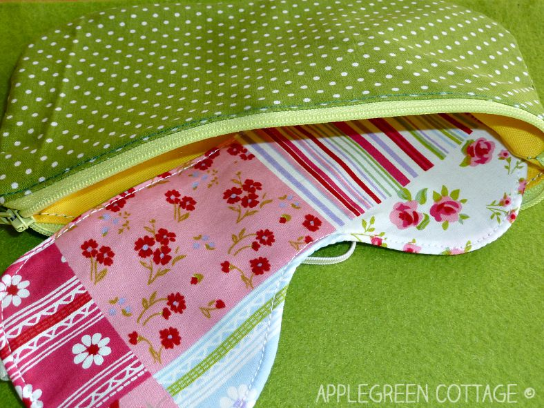 You can never have enough zipper pouches when you are travelling, or on vacation (or at home, that is ;). This one at AppleGreen Cottage is easy to make and you can use it for just anything (even for storing your sleep mask, yes!).