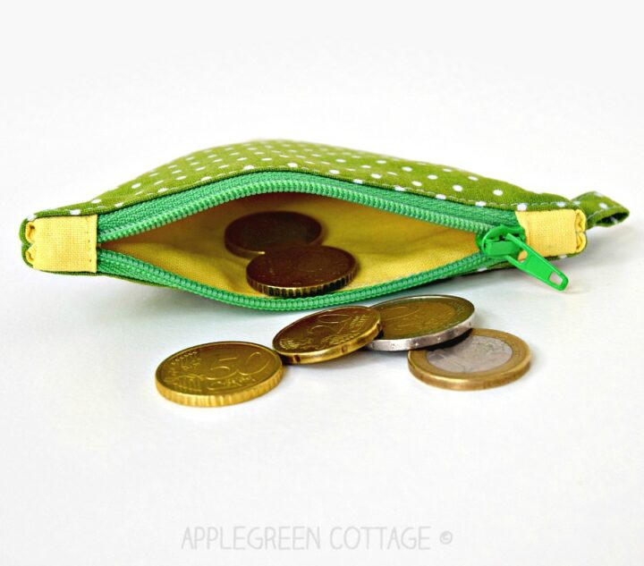 a diy zipper pouch in green and yellow
