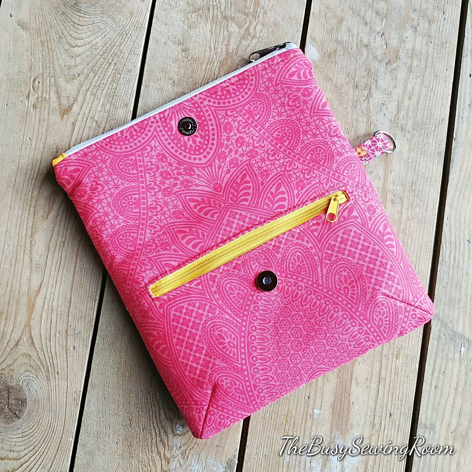 small pink clutch made with AppleGreen Cottage sewing pattern