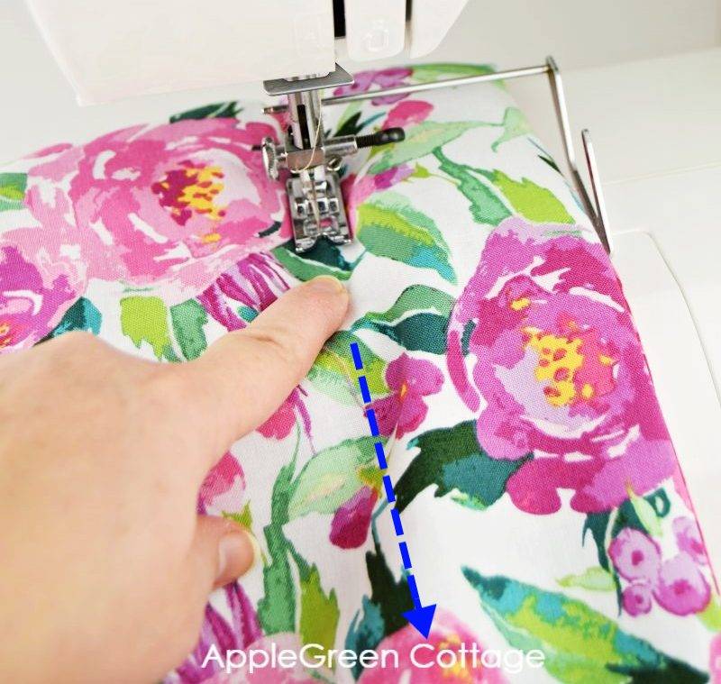 sewing machine with rice pack sewing step