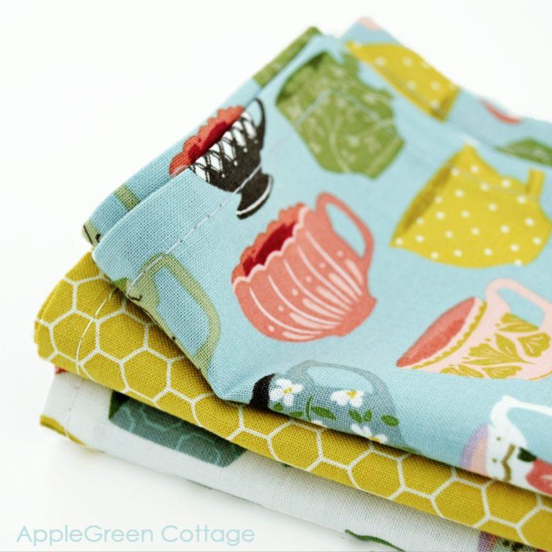 3 cotton napkins sewn with a free tutorial